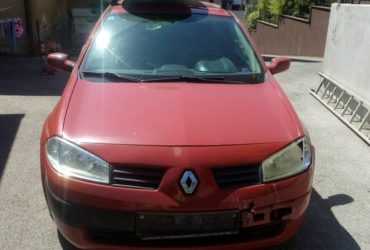 Renault Megane 1,4 16V – razbijen zadnji kraj, ostalo savršeno